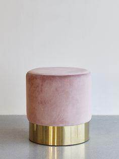 Dekorativ pall puff i velour och metall. Tillverkas i Europa. bdca1e2071ceb