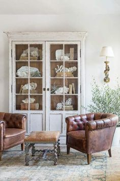 37 terrific ideas to get an authentic french country living room My Living Room, Home And Living, Living Room Decor, Modern Living, Living Room Hutch, French Decor, French Country Decorating, Rooms Ideas, Vibeke Design