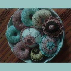 Donuts, cupcakes, ferri circolari, fatti a mano.