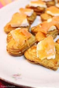 Canapé de Salmão defumado com brie e mel | Blog Figos & Funghis