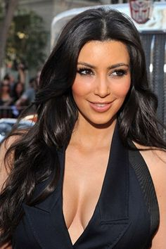 Lustrous black hair moves in sophistication and refinement that gives a classic look on Kim Kardashian. The soft waves are parted in the middle and dropped down. The other half is set in front to show off the sexy and daring character and the other half rests on her back to have an asymmetrical arrangement.