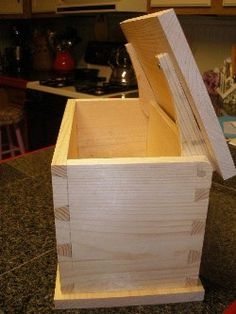 Dovetail Box: Simple Wood Joinery Very sweet little box, love hte hinges Learn Woodworking, Woodworking Techniques, Woodworking Plans, Woodworking Projects, Furniture Projects, Wood Projects, Dovetail Box, Wooden Hinges, Wood Joints