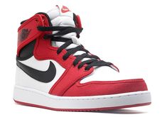 The Air Jordan 1 AJKO Chicago Is Returning In 2021 Running Shoes Nike, Nike Shoes, Sneakers Nike, Adidas Dame, Jordan 1 High Og, Workout Shoes, Nike Flyknit, Nike Air Huarache, Nike Free