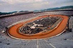 NASCAR dirt race at Bristol? Some drivers aren't in favor