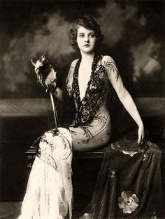 Ziegfeld-Follies-Girls-1920-Broadway-01    Inspiration for my next tattoo!