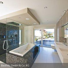 """Besonders die """"Wellness-Oase"""", das Badezimmer mit Regendusche und eigener Sauna besticht durch ihre Extravaganz. Eine kleine, direkt vom Bad aus begehbare, von …"""