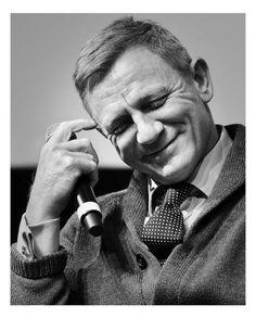 "katekier: ""Some beautiful shots of Daniel Craig from the special screening of Knives Out in New York ❤️💙 "" Craig 007, Craig David, Daniel Craig James Bond, Daniel Graig, Best Bond, Love You Babe, Z Cam, Jamie Lee Curtis, Celebrity Dads"