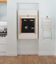 Kun huonetilaa tarvitaan muuhun käyttöön, nostetaan Klaffi-kaappi helposti seinälle, jolloin säilytystilaa löytyy säilytyskankaan taskuista. | Petra-keittiöt | #size0kitchen