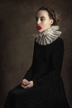 Argentinian painter Romina Ressia took the classic renaissance portrait style and added a little modern twist to it, resulting in some fun visual interrogations! A classical influence can be identified in most of her projects but it is taken precisely to Fine Art Photography, Portrait Photography, Fashion Photography, Tableaux Vivants, Renaissance Portraits, Renaissance Era, Foto Fun, Contemporary Abstract Art, Arte Pop