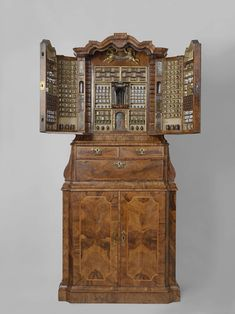Collector's cabinet, anonymously, 1730 oak and pine wood, veneered with olive wood and other wood, shell, ivory, gilt copper and other materials