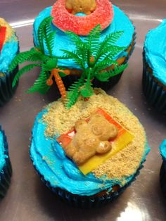 Beach cupcakes: graham crackers for sand, fruit roll ups for towels, Teddy Graham's for sunbathers, fruit rings for life savers