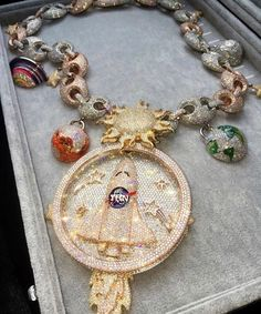 The hip hop jewelry fashions bear full testimony that this statement is true. As per the definition of the hip hop jewelry Grillz, Diamond Jewelry, Gold Jewelry, Jewlery, Silver For Jewelry Making, Jewelry Accessories, Jewelry Design, Gold Chains For Men, Unusual Jewelry