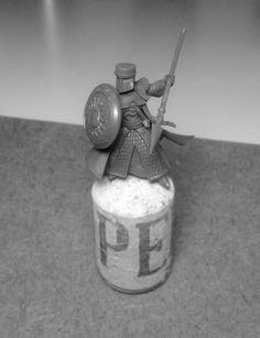 Knight - A different hero. Armed with a spear, heavily armored and left handed. Wise use of GW bits.
