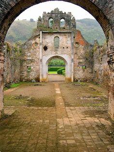 ...ver las ruinas de Ujarrás.