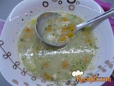 Recept za Pileću belu čorbicu. Za spremanje čorbice neophodno je pripremiti pileće belo meso, šargarepu, celer, krompir, grašak, peršun, so, biber, lovor,ulje, brašno.