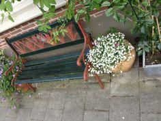 geveltuin-utrecht-2 Utrecht, Outdoor Furniture, Outdoor Decor, Facade, Garden Benches, Yard Ideas, Crib, Mini, Home Decor