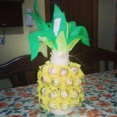 Un regalo particolare e originale... una bottiglia di spumante si trasforma in un' ananas ...