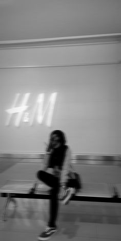 Aesthetic Photo, Aesthetic Girl, Aesthetic Pictures, Profile Pictures Instagram, Instagram Story Ideas, Dark Photography, Photography Poses, Tmblr Girl, Mode Ulzzang