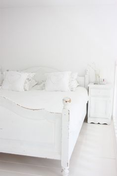 White Bedroom: Painting my headboards for the guest room as we speak!!