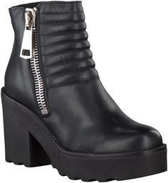 Black Omoda Ankle Boots http://www.omoda.nl/dames/laarzen/enkellaarsjes/omoda/zwarte-omoda-enkellaarsjes-11028-53935.html