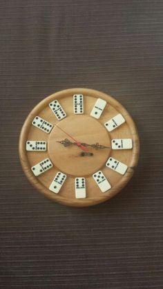 Woodturning clock dominó