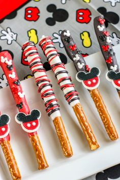Mickey Mouse Pretzel Rods are pure magic and perfect for Mickey Mouse birthday ideas. Create them for favors or as fun treats. Mickey Mouse pretzels are fun but this twist is even sweeter. Gateau Theme Mickey, Mickey Mouse Birthday Decorations, Mickey Mouse Parties, Mickey Party, Mickey Mouse Treats, Disney Parties, Elmo Party, Dinosaur Party, Pirate Party