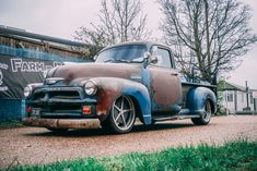 Built by Farm Fresh Garage UK, this is a radical patina 1954 Chevy 3100 Street Rod. Chevrolet Apache, Chevrolet 3100, Classic Chevrolet, Chevrolet Trucks, Gmc Pickup Trucks, Gm Trucks, Rat Rod Build, 1954 Chevy Truck, Panel Truck