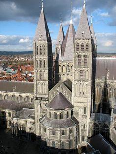 Our Lady of Flanders Cathédrale de Tournai, Belgium Romanesque Art, Romanesque Architecture, Historical Architecture, Luxembourg, Travel Around The World, Around The Worlds, Manneken Pis, Religion Catolica, Ardennes