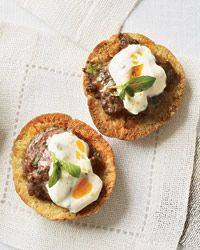 Lamb Pizzettes - This recipe is based on the Arabic lamejun, a thin piece of dough topped with minced meat, then baked. Here Grace Parisi flavors ground lamb with cumin, mint, and pine nuts. Holiday Party Appetizers, Quick Appetizers, Appetizer Recipes, Party Nibbles, Delicious Appetizers, Delicious Dishes, Dinner Parties, Party Snacks, Yummy Food