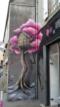 Pour les nostalgiques de la cabane... / Rue de la Providence, Quimper, France. / By Pakone men.