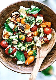 Grilled Halloumi and Burst Tomato Salad With Pesto – Gesundes Abendessen, Vegetarische Rezepte, Vegane Desserts, Gourmet Recipes, Vegetarian Recipes, Cooking Recipes, Healthy Recipes, Vegetarian Pesto, Gourmet Salad, Cooking Tips, Clean Eating Snacks, Gastronomia
