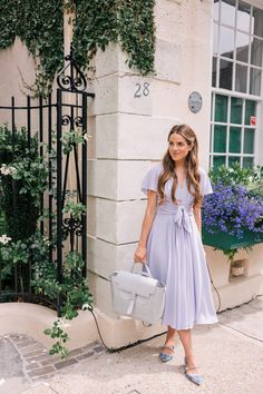 One year with my bag. See all the ways I've styled it and all my favorite ways of carrying it over on Gal Meets Glam today- Link… Mode Outfits, Fashion Outfits, Womens Fashion, Fashion Tips, Fashion Websites, Fashion Ideas, Jw Fashion, Apostolic Fashion, Fashion Hacks
