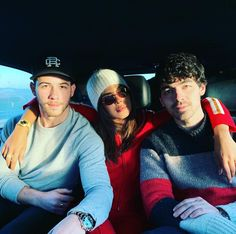 Priyanka Chopra And Nick Jonas First Christmas After Marriage Was All About Family Love And Cheer - HungryBoo Jonas Brothers, Bollywood Stars, Bollywood Fashion, Joe Jonas, Priyanka Chopra, Family Love, Sophie Turner, Celebrity Photos, Celebrity Couples