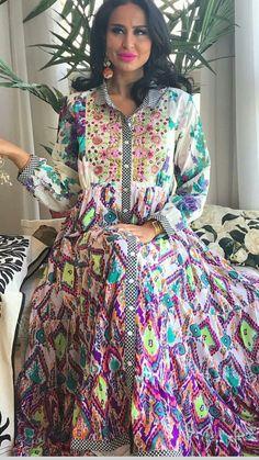 Print mixes in a button down shirt dress Mode Abaya, Mode Hijab, Party Wear Dresses, Casual Dresses, Abaya Fashion, Fashion Dresses, African Fashion, Indian Fashion, Caftan Dress
