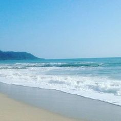 One beautiful Sunday morning. So peaceful. My form of relaxation for this awesome #fallintoyogachallenge = soaking up the sunshine (& vitamin d!). #bodytherapy #sanghastudio @sanghastudio #ocean #costarica