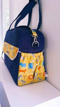 Sac à langer Boogie bleu et jaune savane cousu par Amélie - Patron Sacôtin