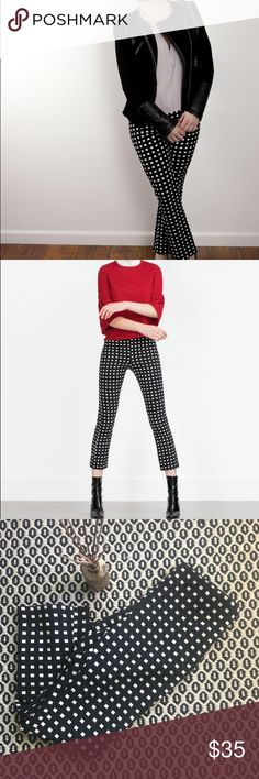 Zara Checkered Pants Skinny fit with a little flared ankle. The cutest pants 😩 perfect to layer a neutral sweater over! Run small! Best fit an M Zara Pants Ankle & Cropped