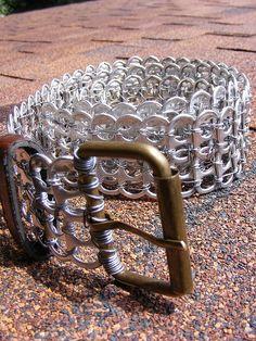 Reciclando creativamente anillas de latas | Aprender manualidades es facilisimo.com Pop Can Tabs, Pop Tab Crafts, Aluminum Cans, Clips, Recycling, Diy Recycle, Diet Coke, Soda Tabs, Pop Cans