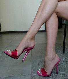 tips de zapatos mujer / tips zapatos mujer Hot Heels, Sexy Sandals, Sexy Legs And Heels, Heeled Sandals, Heeled Mules, Open Toe High Heels, Red High Heels, High Heel Boots, Beautiful High Heels