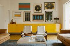 Móvel amarelo! Splash de cor dá energia à sala de estar