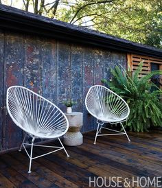 Planters are great! You can have them custom-made, but there are also lots of prefabricated planters available at a reasonable price.   Designer: Joel Loblaw Inc. Photographer: Virginia Macdonald