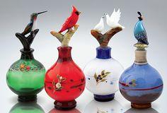 まるで生きているかのような鳥が美しい手作りボトル。一見、香水ボトルには見えないユニークさ。意外と和室やオリエンタルなインテリアにも合いそう。