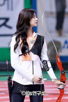 Archer Goddess Tzuyu Through The Years Cute Girl Pic, Cute Girls, Korean Beauty, Asian Beauty, Archery Girl, Women's Archery, Twice Tzuyu, Human Poses Reference, Girls Album