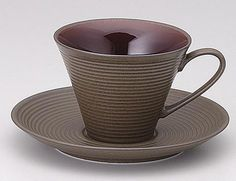 Coffee Cup & Saucer 'Oak' 200cc Cup Size : φ9.4 × 7.1cm  Saucer :φ15.1 × H2.1cm  Capacity 200cc  Microwave : Yes  Dishwasher : Yes  Oven : No  Material : Porcelain  Made in Japan
