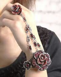 Flowery bracelet with ring
