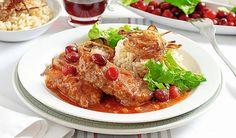 600 g hovädzej roštenky50 g brusnícsoľmleté čierne koreniehladká múkaolejparadajková omáčkahovädzí vývar1 cibuľacestovinyšalátPostup:1. Curry, Meat, Chicken, Ethnic Recipes, Food, Curries, Essen, Meals, Yemek