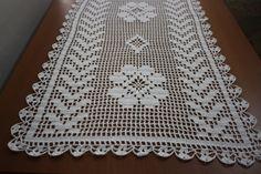 caminho de mesa de croche na cor branca modelo begônia