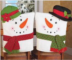 Snowman Decorations, Party Table Decorations, Christmas Decorations, Holiday Decor, Table Party, Chair Back Covers, Dining Room Chair Covers, Christmas Snowman, Christmas Crafts