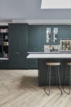 CALBOURNE — Blakes London - cabinatory straight edges and kick back bottom Open Plan Kitchen Dining Living, Funky Kitchen, Kitchen Diner Extension, Open Plan Kitchen Diner, Green Kitchen, Living Room Kitchen, Kitchen Small, Kitchen Images, Kitchen Ideas