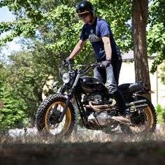 Kawasaki W650 Scrambler Urban Rider by Mario Dengra #motorcycles #scrambler #motos   caferacerpasion.com